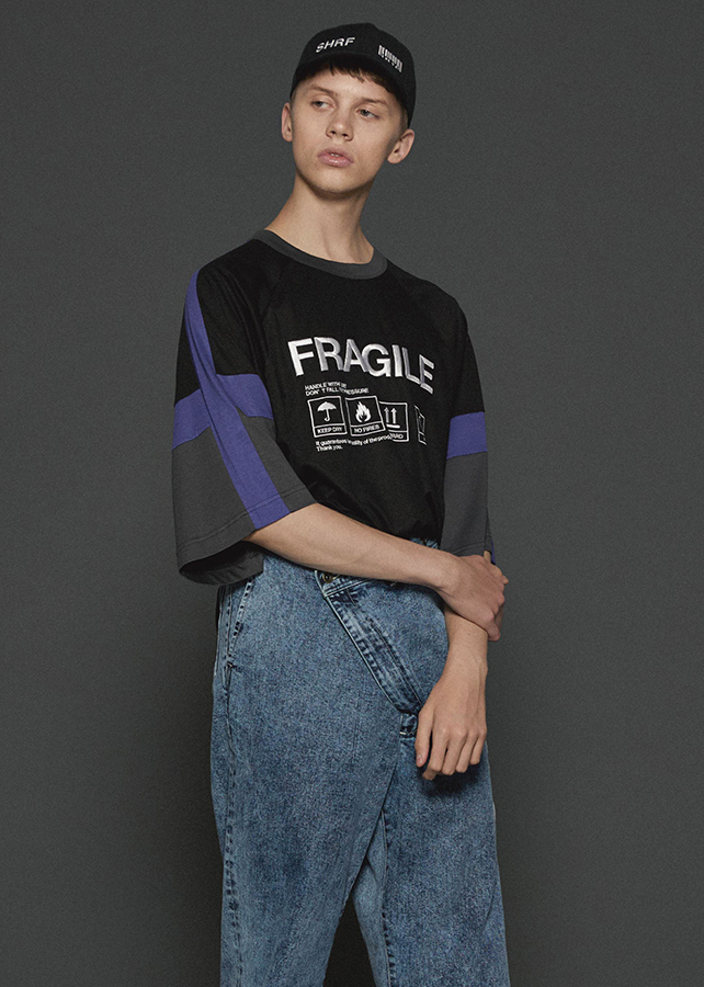 """FRAGILE"" SWITCHING BIG-T/Black"