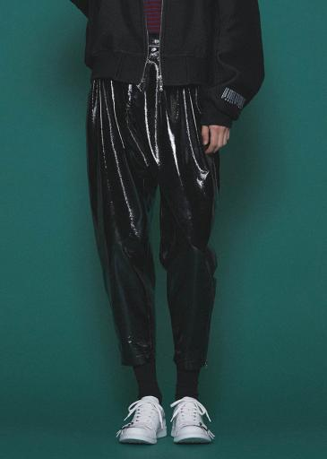 ENAMEL TAPERED PANTS/Black
